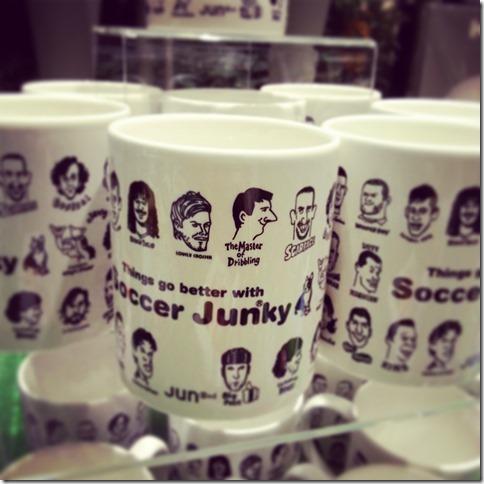 サッカージュンキーのマグカップ